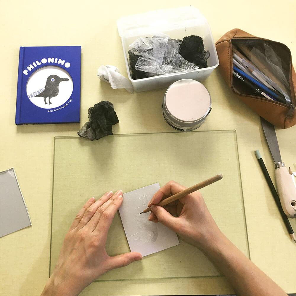 atelier gravure Philonimo avec l'illustratrice Csil